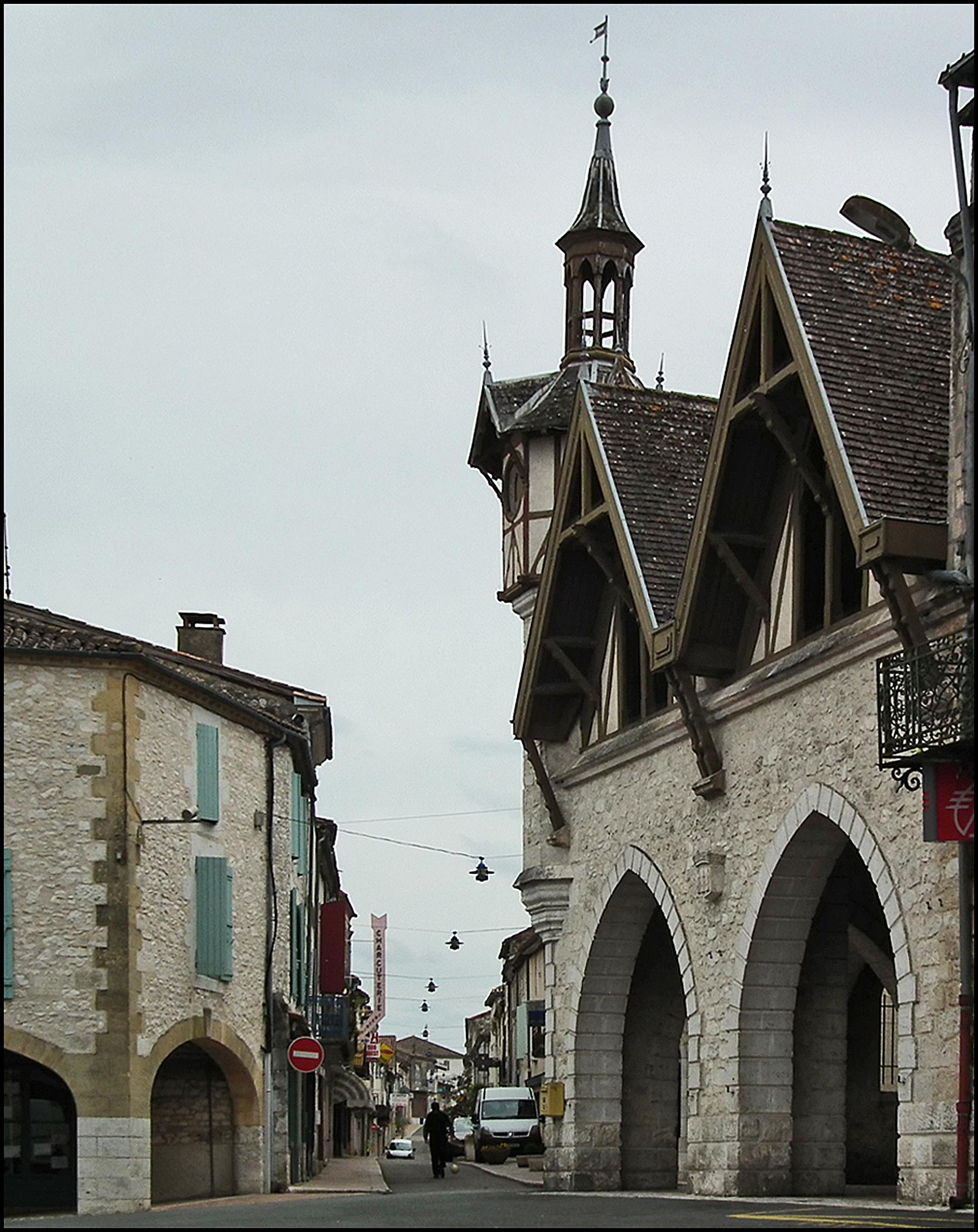poitiers the village bordeaux pyr n es. Black Bedroom Furniture Sets. Home Design Ideas